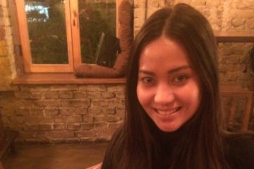 Geraldine, a Filipina flight attendant